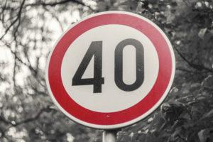 non incorrere in multe salate conosci i limiti di velocità vigenti in italia autoscuola cagliari scuola guida cagliari rinnovo patente teoria neopatentati autocarri autotreni strade extraurbane principali autostrade 3 corsie