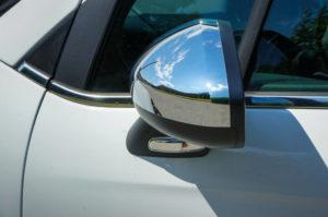 autoscuola cagliari scuola guida cagliari 5 passaggi che precedono l'immissione dell'auto nel flusso della circolazione stradale specchietti cinture sedili cambio in folle