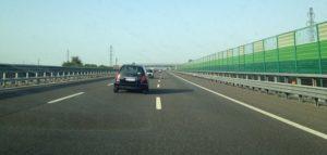corsia di destra in autostrada autoscuola a cagliari corsia veicoli lenti